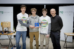 Physics Students Triumph in Safe Cracking Competition